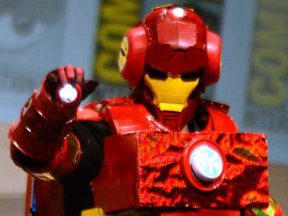 community-creator-dan-harmon-danced-in-an-amazing-homemade-iron-man-suit-at-comic-con