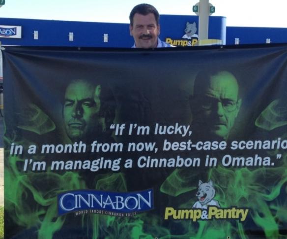 Gerente do Cinnabon de Omaha tirando uma casquinha da popularidade da série