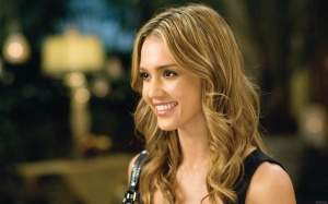 Jessica-Alba-Cute-Smile-Wide-Screen-Desktop-Wallpaper