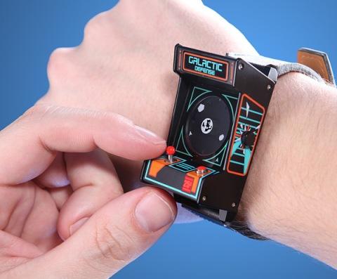 153f_classic_arcade_wrist_watch_inuse