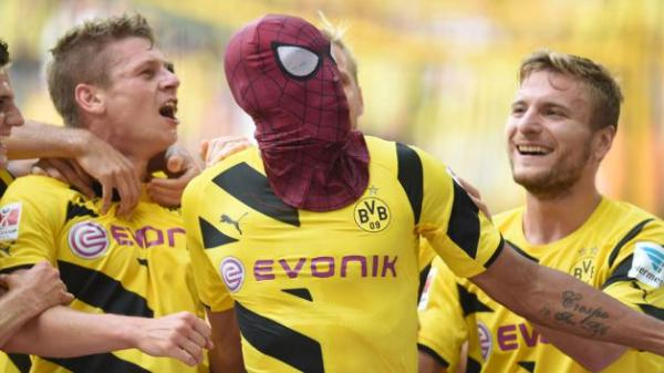 Aubameyang_spiderman_mask