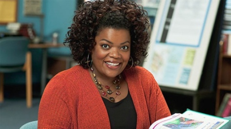 The-Odd-Couple-Yvette-Nicole-Brown-Community-rejoint-Matthew-Perry_portrait_w532