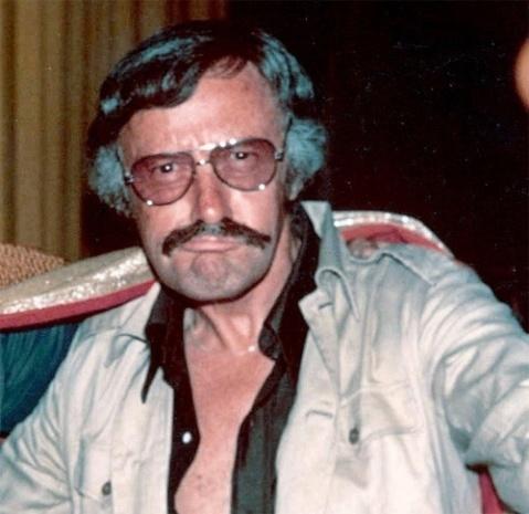 Esse nem precisa justificar, Stan é praticamente a encarnação viva do bigode